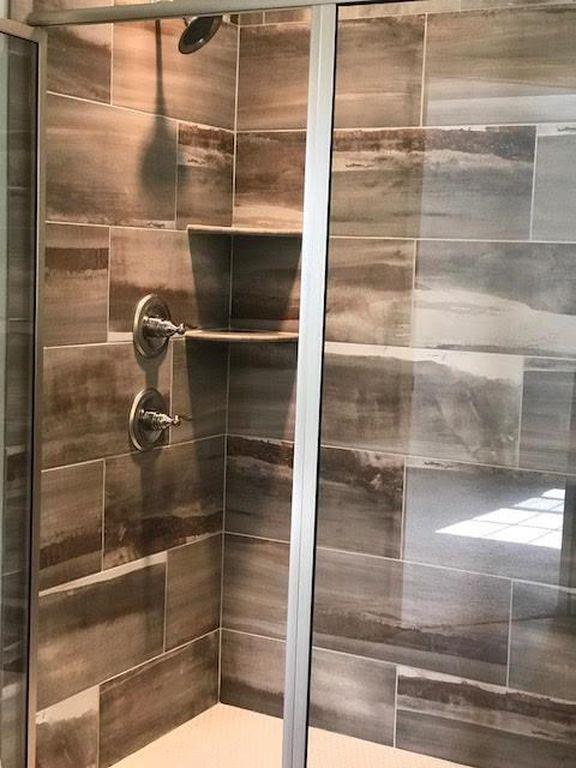 28-barrett-lane-master-shower-stall