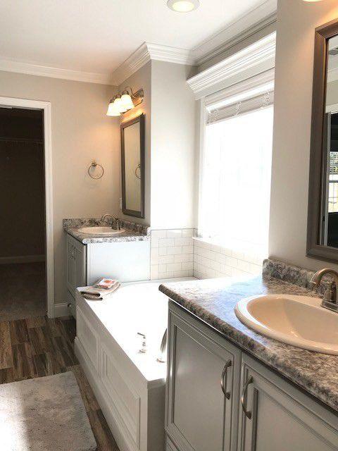 29-barrett-lane-master-bath-tub